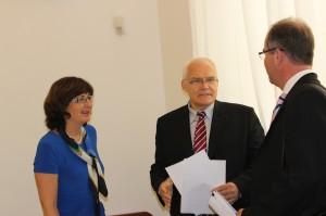 MUDr. Tom Philipp, náměstek ministra zdravotnictví pro zdravotní pojištění s prof. Terezií Pelikánovou a prof. MUDr. Milanem Kvapilem